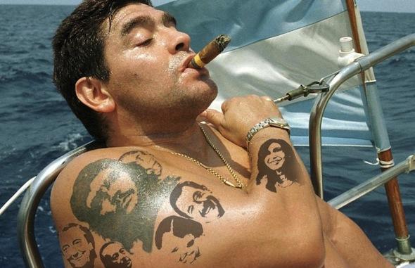 Risultato immagini per diego armando maradona nudo