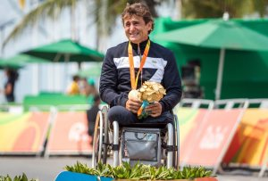 epa05539570 Italy's Alessandro Zanardi is overcome by emotion after winning gold in the Men's Time Trial H5 held in Pontal during the Rio 2016 Paralympic Games, Rio de Janeiro, Brazil, 14 September 2016.  EPA/JENS BUTTNER ORG XMIT: jbu700